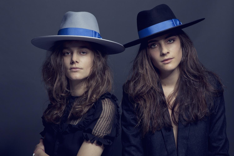 chapeau-Zeebo-gris-noir-bleu